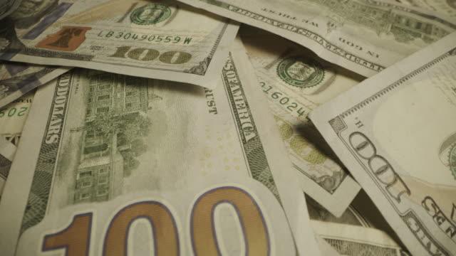 vídeos de stock e filmes b-roll de close up zoom in of pile of one hundred dollar bills / cedar hills, utah, united states - unidade monetária dos estados unidos