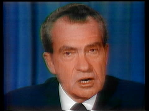 vídeos de stock e filmes b-roll de 1974 close up zoom in president richard nixon making resignation speech - 1974