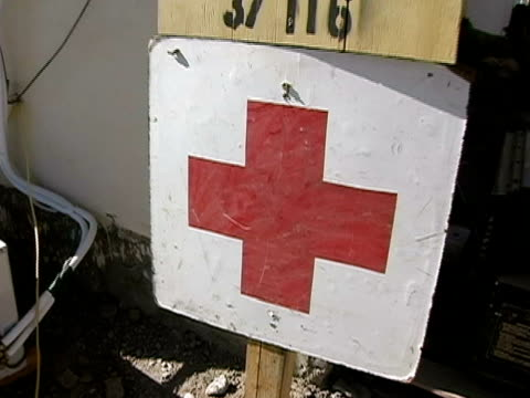 close up zoom in red cross sign on us military base with ghetto medics sign above - hermesstab stock-videos und b-roll-filmmaterial