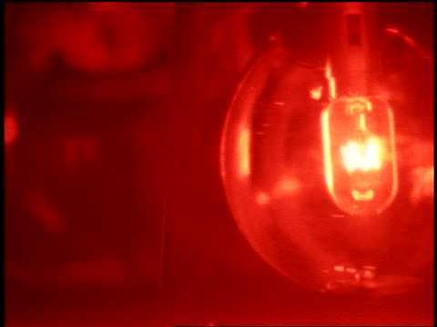 close up zoom in zoom out red flashing lights - blaulicht stock-videos und b-roll-filmmaterial