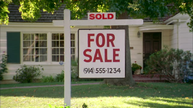 close up zoom out 'for sale' and 'sold' sign in front yard of house - 2003 stock videos & royalty-free footage