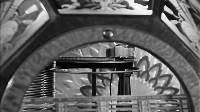 b/w close up zoom out zoom in record playing on jukebox - jukebox stock videos & royalty-free footage