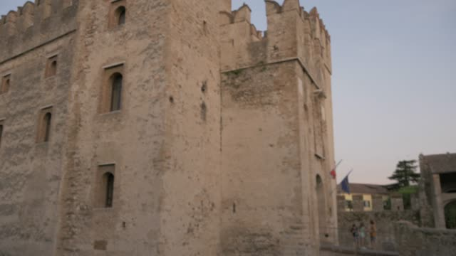 close view of scaliger castle, sirmione, lake garda, lombardy, italy, europe - periodo medievale video stock e b–roll