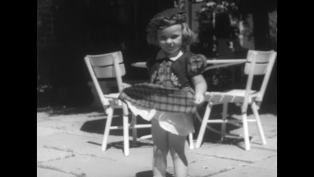 vídeos de stock, filmes e b-roll de close view of small girl twirling around rapidly to display dress she is wearing she lifts up dress / closer view of same girl displaying dress / she... - muito pequeno