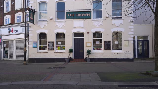 closed bar in a town centre on february 23, 2021 in luton, england. the ons figures released today show that the uk economy contracted by 9.9% in... - economy stock videos & royalty-free footage