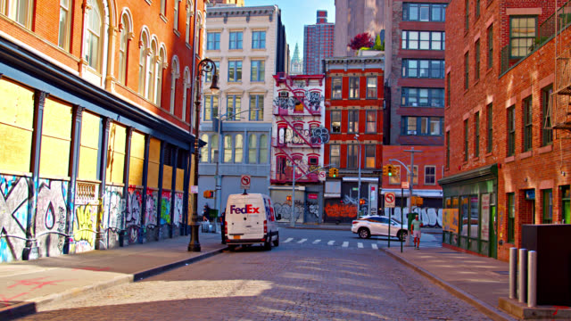 closed empty soho. graffiti art on walls and residential buildings. intersection. new york. city life. - vicolo video stock e b–roll