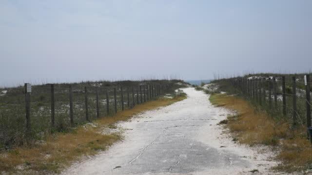 closed florida beaches during coronavirus pandemic - シーグラス点の映像素材/bロール