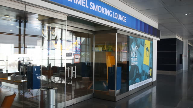 stockvideo's en b-roll-footage met closed shops in a nearly empty airport waiting hall next to the gates at the airport munich, many cancelled flights since many states make entry... - münchen vliegveld
