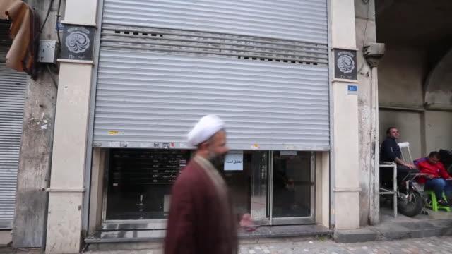 closed shops with shutters down in iran due to coronavirus lockdown - informationsskylt bildbanksvideor och videomaterial från bakom kulisserna