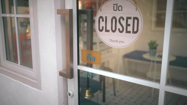til up shot closed sign on shop door - shop sign stock videos & royalty-free footage