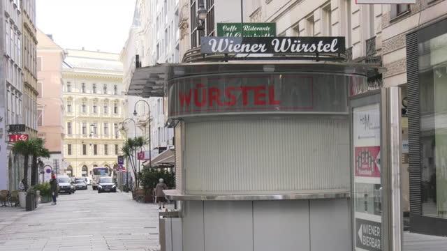 vídeos y material grabado en eventos de stock de closed stall during covid-19 curfew, vienna, austria - viena austria
