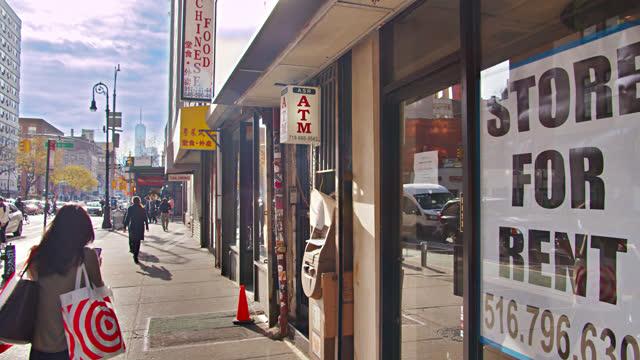 closed store. for rent. city street. - 借りる点の映像素材/bロール