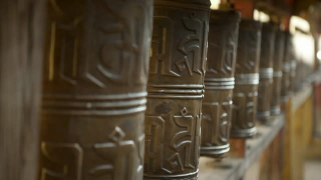 close-up: a group of prayer wheels spinning - ulaanbaatar, mongolia - buddhism stock-videos und b-roll-filmmaterial