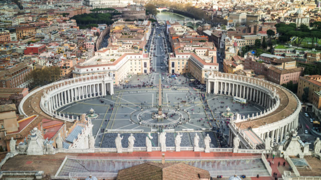 vídeos de stock e filmes b-roll de close-up aerial view timelapse of the saint peter's square from dome. vatican, rome, italy. april, 2016. - basílica de são pedro