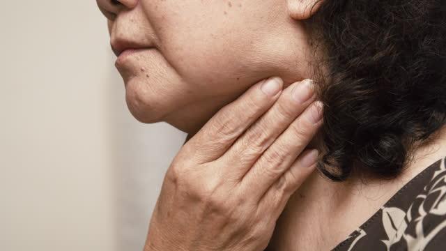 vídeos de stock e filmes b-roll de close-up asian senior woman coughing from fever at home - olhos fechados