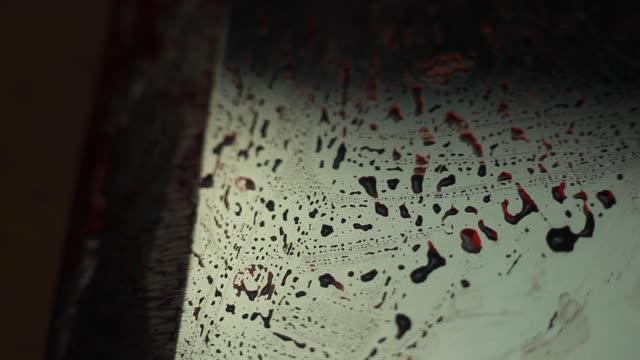 vídeos y material grabado en eventos de stock de primer plano, sangriento, aterrador, espeluznante y línea afilada - articulación humana