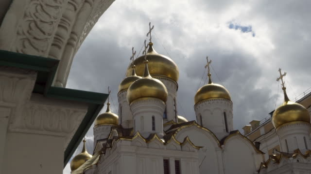 close-up: christ the savior russian orthodox cathedral - moscow, russia - cattedrale video stock e b–roll