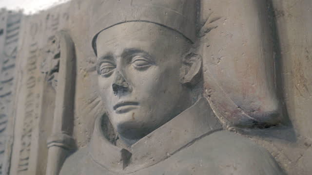 close-up circling the face and crozier of a stone statue bishop in an old german church - erfurt, germany - 羊飼いの棒点の映像素材/bロール