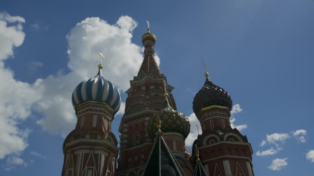 close-up: colorful saint basil's cathedral towering into the moscow sky - basil stock videos & royalty-free footage