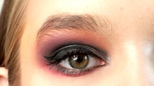 vídeos y material grabado en eventos de stock de primer plano de ojos - sombreador de ojos