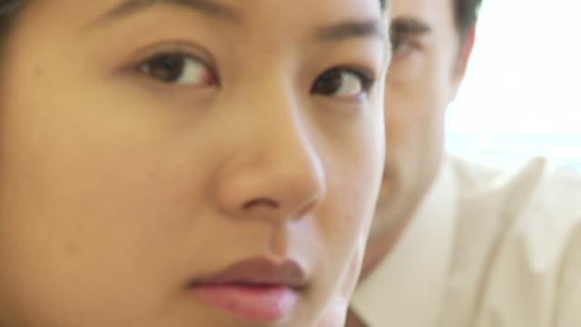 vidéos et rushes de closeup face portrait of three young business colleagues - collègue de bureau