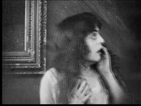 1916 b/w close-up fearful woman screaming with hands on face - 無声映画点の映像素材/bロール