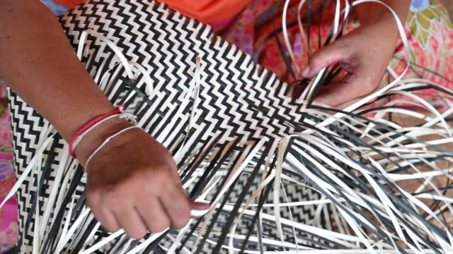 close-up hand of  woman weaving a dry leave for weaving making basket, hand craft production of basket - wicker stock videos & royalty-free footage