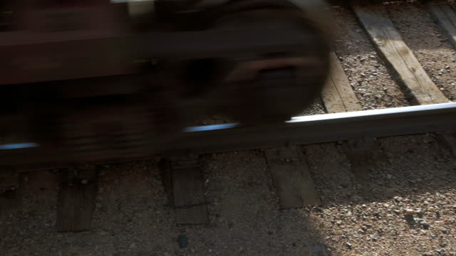 close-up: high angle view of moving train on railroad track - ulaanbaatar, mongolia - 角度点の映像素材/bロール