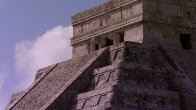 close-up kukulkan pyramid steps at ancient mayan site chichen itza / yucatan, mexico  - the castle stock videos and b-roll footage
