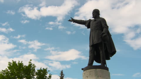 close-up: lajos kossuth statue in liberty square before slow moving clouds - religion stock videos & royalty-free footage
