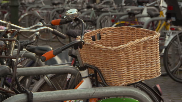 close-up lockdown shot of wicker basket on bicycle locked with railing in city - breda, netherlands - wicker stock videos & royalty-free footage