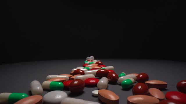 クローズアップマクロ移動スライダーショット上記の丸薬 - 注意欠陥過活動性障害点の映像素材/bロール