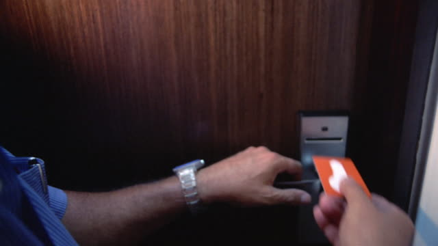vídeos de stock e filmes b-roll de close-up man opening hotel room door with magnetic key card/ panama city, panama  - hotel
