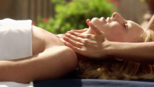 close-up masseuse massaging woman at spa/ italy - massagetisch stock-videos und b-roll-filmmaterial
