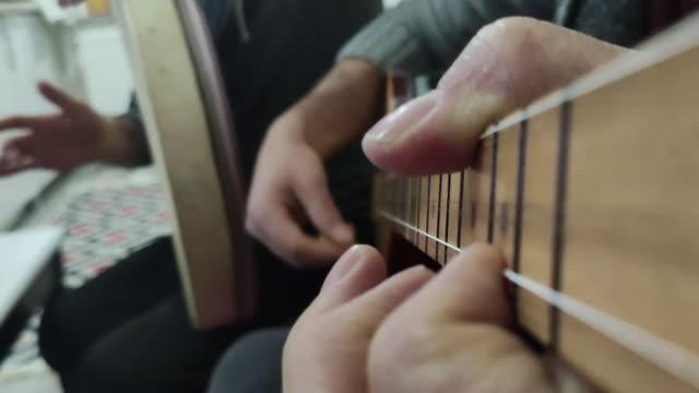 vidéos et rushes de instruments de musique en gros plan, musique anatolienne - un seul objet