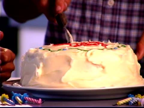 close-up of a boy's hands cutting into his birthday cake during a party. - andere clips dieser aufnahmen anzeigen 1282 stock-videos und b-roll-filmmaterial