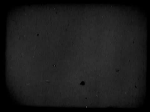 vídeos de stock, filmes e b-roll de close-up of a countdown on a film leader - sc47