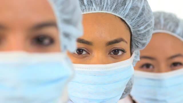 vidéos et rushes de closeup of a female african american scientist - charlotte médicale ou sanitaire