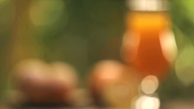 vidéos et rushes de close-up of a glass of orange juice - tentation