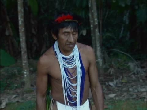 close-up of a mature man standing - 先住民文化点の映像素材/bロール