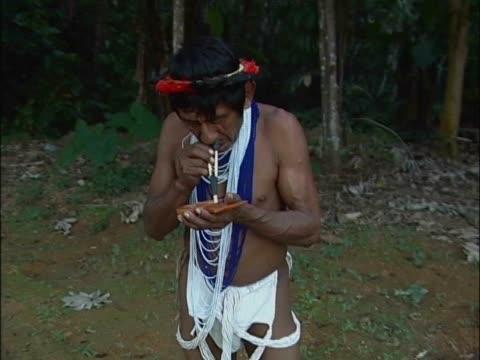 close-up of a mature man taking drugs - dreiviertelansicht stock-videos und b-roll-filmmaterial