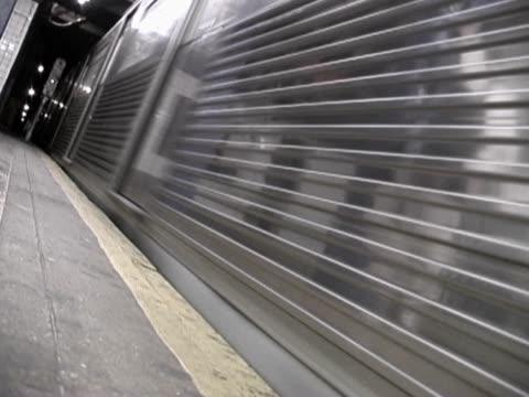 close-up of a moving train - 乗り物の明かり点の映像素材/bロール