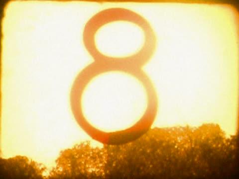 vídeos de stock, filmes e b-roll de close-up of a number countdown on a film leader - superexposto