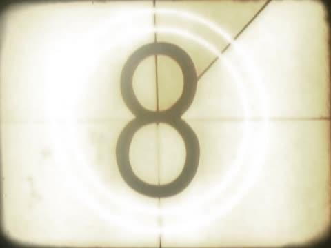 vídeos de stock, filmes e b-roll de close-up of a number countdown on a film leader - número 6