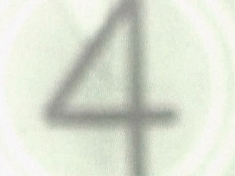 stockvideo's en b-roll-footage met close-up of a number countdown on a film leader - getal 8