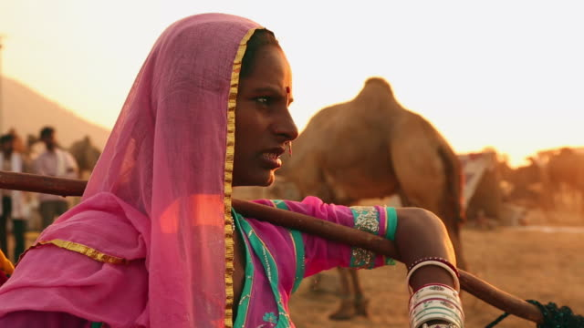 stockvideo's en b-roll-footage met close-up of a rajasthani woman, rajasthan, india - alleen één mid volwassen vrouw
