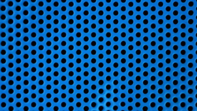 vidéos et rushes de plan rapproché d'un équipement audio bleu tournant de haut-parleur, résolution 4k. - synthpop