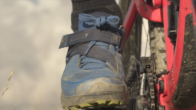 Closeup of a shoe for a mountain biker biking in the mountains. - Slow Motion