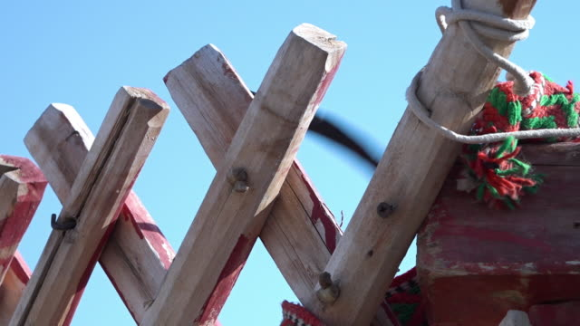 close-up of a wooden wall frame - ausgefranst stock-videos und b-roll-filmmaterial