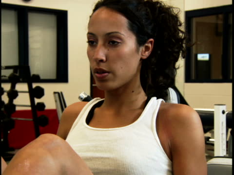 stockvideo's en b-roll-footage met close-up of a young woman exercising - vrijetijdsfaciliteiten